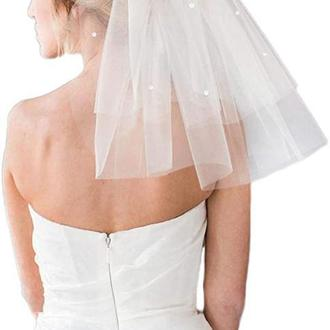 Коротка весільна фата з перлинами.