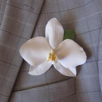 Бутоньерка для жениха из цветов. Орхидея. Полимерная глина. Холодный фарфор.