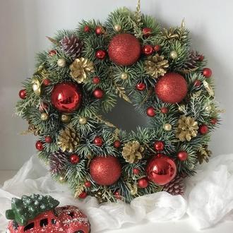Рождественский венок в красном цвете 41 см