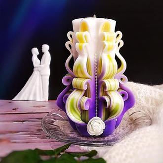 Романтична різьблена свічка