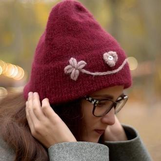 Тепла бордова шапка з вишивкою
