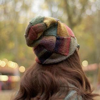 Женская разноцветная шапка в технике энтрелак