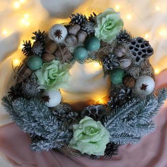 Венок новогодний в салатовых тонах