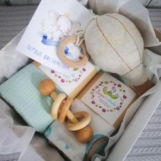 Подарочный набор для новорожденного. Муслиновые пелёнки, игрушка baby gym ВОЗДУШНЫЙ ШАР #2