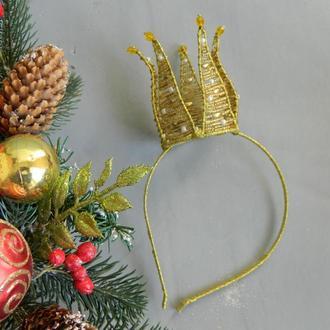 Золотая корона на ободке