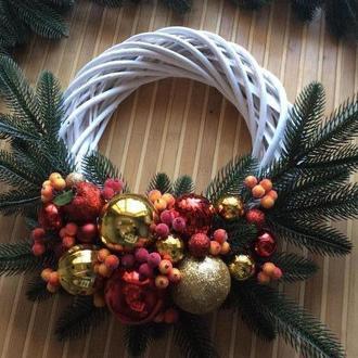 Золотисто-червоний різдвяний віночок