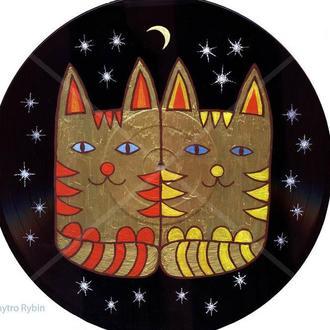 Два Кота среди звезд. Картина на виниловом диске. 30 см. Акрил.