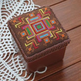 Шкатулка с ручной вышивкой крестиком в этно стиле