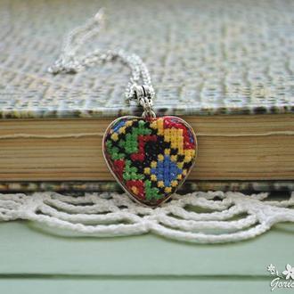 Кулон-сердце с этно вышивкой