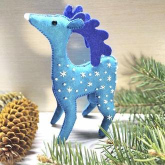 Фетровая игрушка фетровый олень из фетра (голубой)