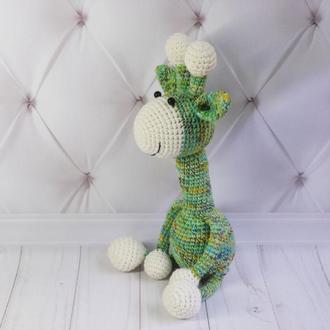 """Вязаная игрушка """"Зелёный жирафик""""."""