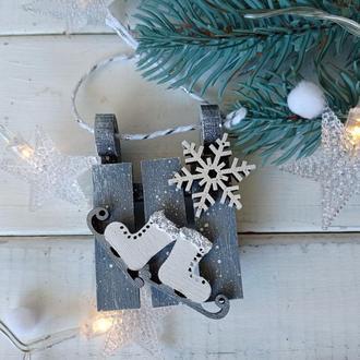 Новогодние елочные игрушки в виде санок