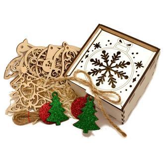 Подарочный Набор Деревянных Новогодних Елочных Игрушек 10 шт в Белой Коробке + Украшение на Ёлку из