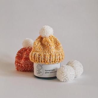 Варенье из сосновых шишек в жёлтой вязанной шапочке. Новогоднее предложение.