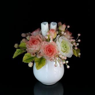 Подарочная композиция с цветами, ягодками и свечами ручной работы.
