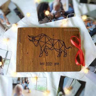 Деревянный фотоальбом с гравировкой быка - подарок на новый год 2021