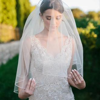 Свадебная фата с бисереной окантовкой.