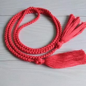 Красный пояс с кистями