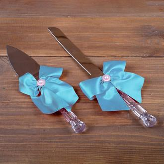Весільні прилади для торта з блакитними бантиками