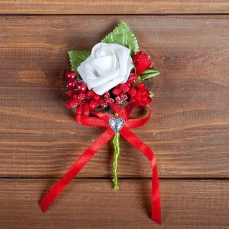 Бутоньерка для жениха, свидетеля и\или гостей красная