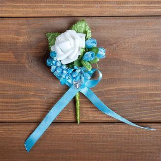Бутоньерка для жениха, свидетеля и\или гостей голубая