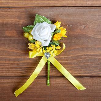 Бутоньєрка для нареченого, свідка та\або жовта гостей