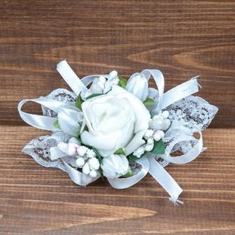 Бутоньерка-браслет для подружек невесты и\или гостей белая