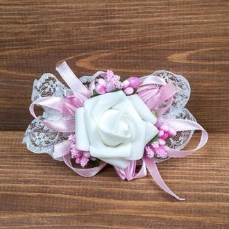 Бутоньерка-браслет для подружек невесты и\или гостей розовая