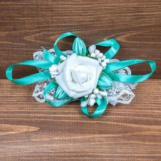 Бутоньерка-браслет для подружек невесты и\или гостей мятная