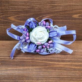 Бутоньерка-браслет для подружек невесты и\или гостей сиреневая