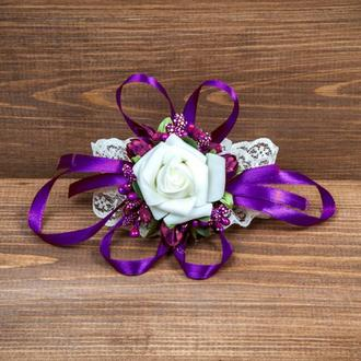 Бутоньерка-браслет для подружек невесты и\или гостей фиолетовая