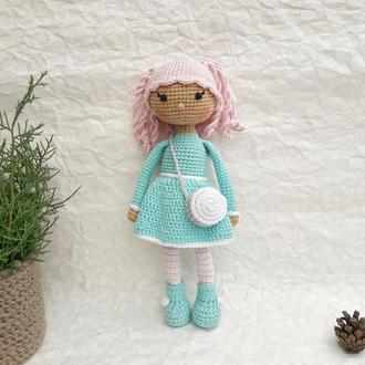 Вязаная куколка амигуруми