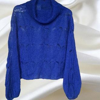 Тонкий, короткий пушистый свитер-паутинка из кидмохера с шалевым воротником.