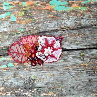 Брошь из бисера листок цветок