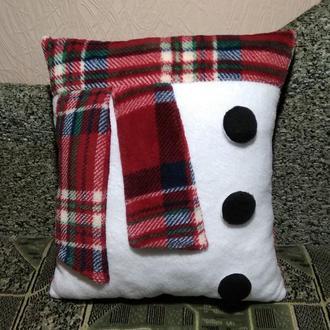 """Новогодняя подушка """"Снеговик"""" в стиле абстракции"""
