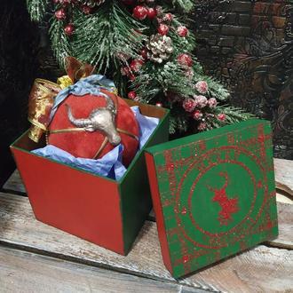 Подарочный елочный шар с символикой года