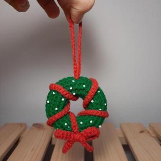 Вязаный рождественский венок Вязаный новогодний венок