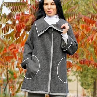 Серое пальто Лёля