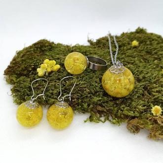 Комплект прикрас з цими квітами, кулон, сережки, кільце, епоксидна смола