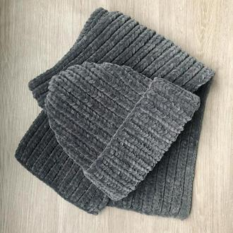 Комплект из велюровых шапки и шарфа ручной работы темно-серого цвета