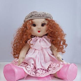 Тряпичная кукла  с вьющимися волосами