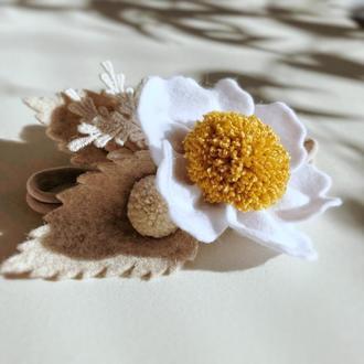Повязочка с цветком из фетра на голову