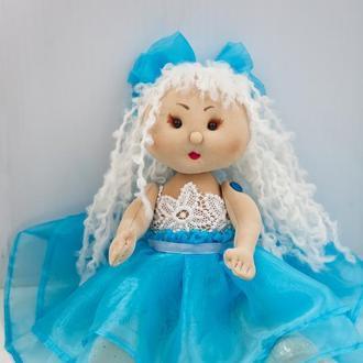Интерьерная кукла  блондинка в голубом платье