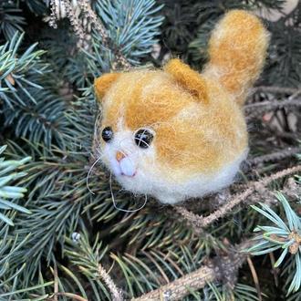 Игрушка кот валяная из шерсти  маленький котенок Бублик
