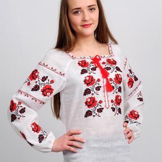 Женская украинская вышиванка  с розами. Красно-черная вышивка
