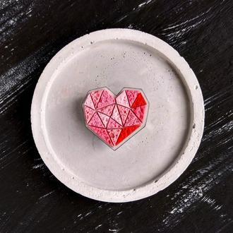 Геометрична брошка Серце для коханої. Авторська брошка Сердечко. Полігональна авторська брошка Серце