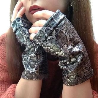 Перчатки без пальцев митенки женские со змеиным принтом