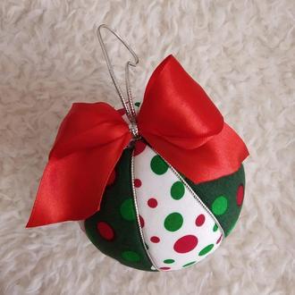 Новогодний шар  красно-зеленый в горошек. Диаметр 10 см