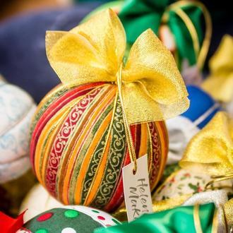 Новорічна кулька з золотим східним орнаментом. Діаметр 10 см.