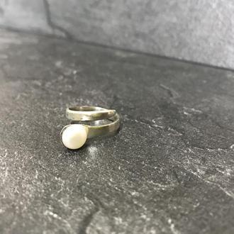 Женское серебряное кольцо с жемчужиной